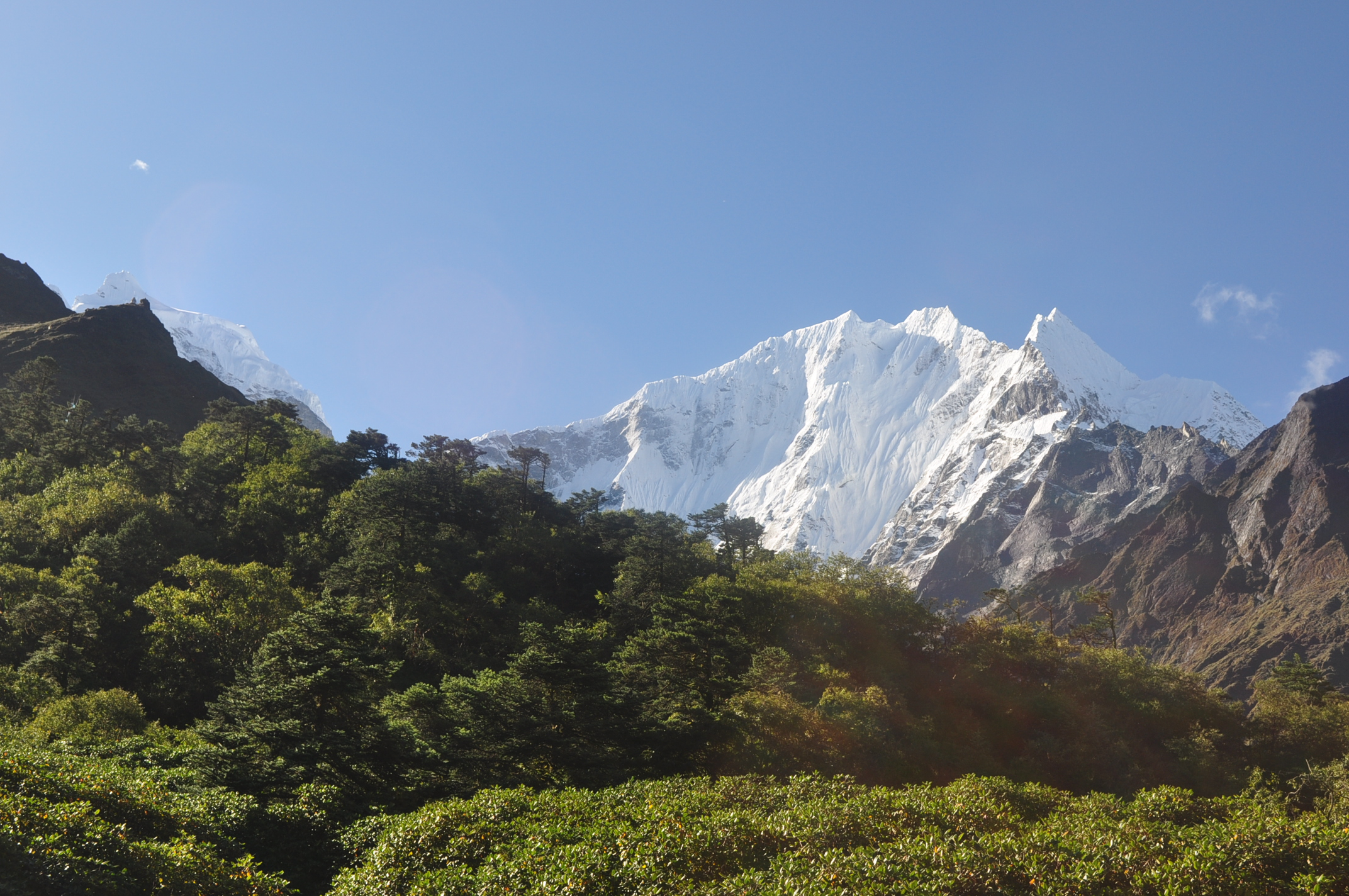green hill and blue sky during everest base camp trek